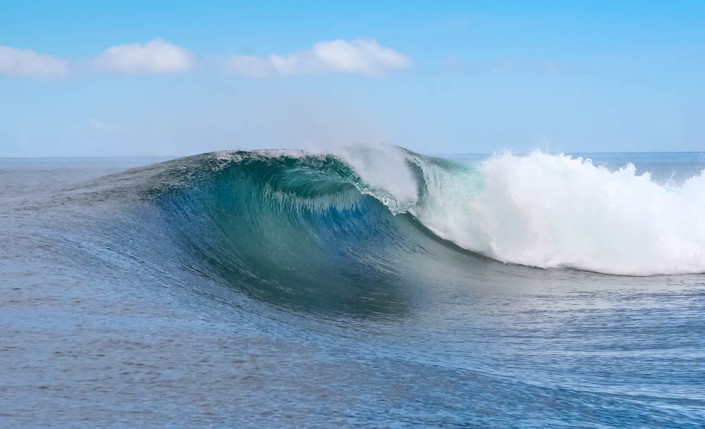 Fiji-Surfing Wave Beauty Barreling
